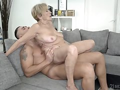 Wrinkled and saggy granny up to the old wazoo in a big cock